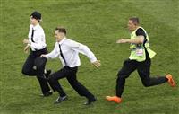 【ロシアW杯】乱入の4人に拘留15日 ロシアの裁判所が決定