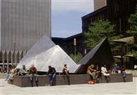 彫刻家・流政之さん死去 NY貿易ビル前に彫刻「雲の砦」