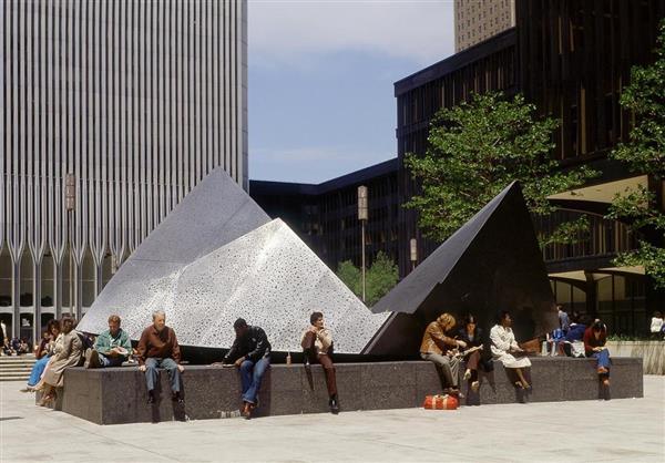 彫刻家・流政之さん死去 NY貿易ビル前に彫刻「雲の砦」 - 産経ニュース
