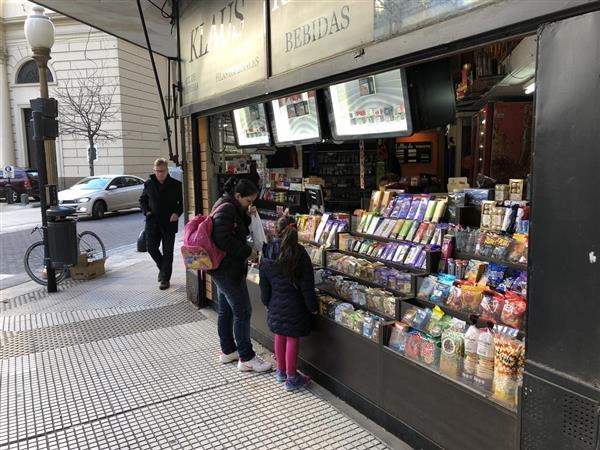 アルゼンチンでは貨幣の価値が急落。物価も上昇しており国民生活を圧迫している