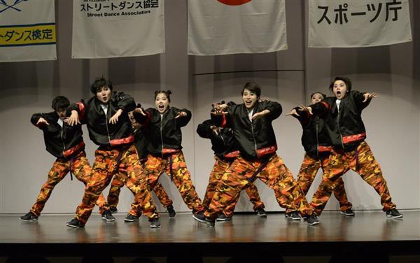 「第11回日本高校ダンス部選手権」北海道地区大会で全国大会進出を決めたスモールクラス・札幌静修高校の演技=7月22日、札幌市中央区の共済ホール