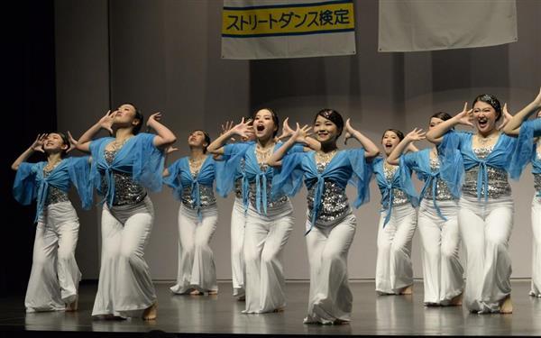 「第11回日本高校ダンス部選手権」北海道地区大会で全国大会進出を決めたビッグクラス・北星学園女子高校の演技=7月22日、札幌市中央区の共済ホール