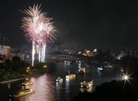 【動画】暑さもなんの! 大阪・天神祭 5000発花火と船渡御に歓声