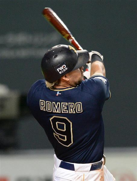 日本ハム対オリックス 9回、3点本塁打を放つオリックスのロメロ=29日、札幌ドーム(撮影・野口隆史)
