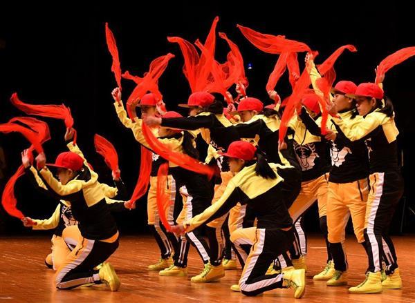 日本高校ダンス部選手権九州大会のビッククラスに出場した神村学園=福岡市博多区(中村雅和撮影)