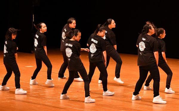日本高校ダンス部選手権九州大会のスモールクラスに出場した長崎女子=福岡市博多区