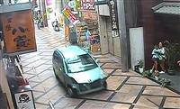 奈良商店街暴走の一部始終 観光客で賑わう中爆走する車、警察は安全考慮し追跡中止、依然逃…