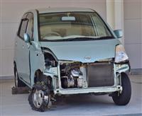 「商店街暴走車」激しく破損…男2人の行方追う 奈良