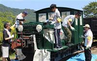 関学大・鉄道研究会メンバーが機関車のペンキ塗り替え 京都・与謝野町の加悦SL広場