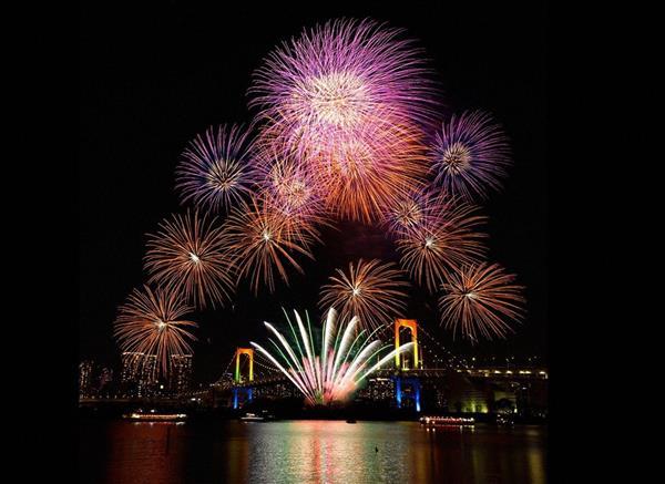 ライブビューイングも同時開催される「東京花火大祭」(C)BSフジ