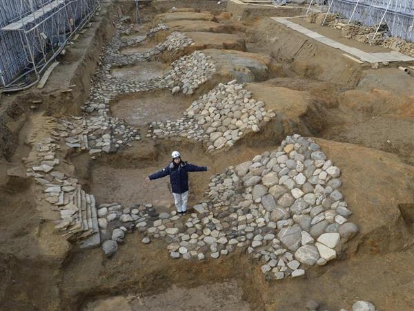 蘇我蝦夷の墓ともいわれる小山田古墳。墳丘の周囲は石が敷き詰められていた=奈良県明日香村(甘利慈撮影)