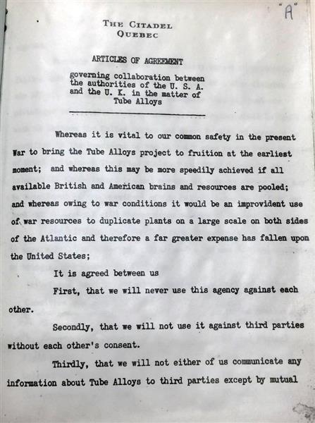 43年8月、チャーチルとルーズベルトがカナダ・ケベック州で原爆を共同開発すると決めた秘密協定「ケベック協定」。米国が核兵器開発に成功しても英国が同意しなければ使用できない=英国立公文書館所蔵(岡部伸撮影)