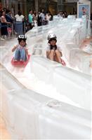 【動画】大阪中心部に「氷のスライダー」 涼をもとめて