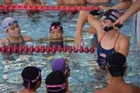 日米交流で東京五輪を盛り上げ 競泳女子金メダリストが水泳教室