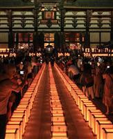 【動画】東大寺で万灯供養会、1700基の灯籠に明かり