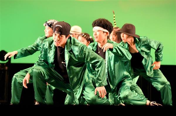 演技する二松学舎大学付属高等学校(東京)=16日、横浜市西区のパシフィコ横浜(宮崎瑞穂撮影)