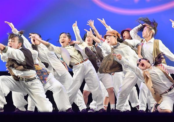 演技する桜丘高等学校(愛知)=16日、横浜市西区のパシフィコ横浜(宮崎瑞穂撮影)