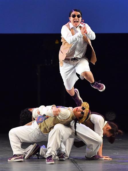 演技をする桜丘高等学校(愛知)=16日、横浜市西区のパシフィコ横浜(三尾郁恵撮影)
