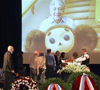 「チェブラーシカ」作者、ウスペンスキー氏のお別れ会 ファンらが次々に献花