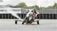 【動画】未来のバイクは、横滑りを「ジェット噴射」で防ぐ