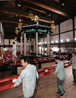 「高御座」の解体作業公開 東京移送へ準備 皇太子さまご即位宣言の舞台