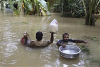 インド豪雨死者200人超に 70万人避難、感染症に警戒