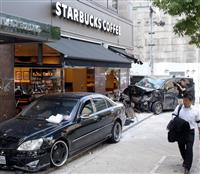 【動画】スタバに乗用車2台突っ込む 窓ガラス粉々… けが人なし 大阪市西区