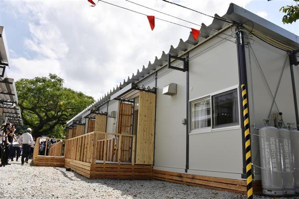 報道陣に公開された愛媛県宇和島市の吉田児童公園内に完成した仮設住宅=29日午前