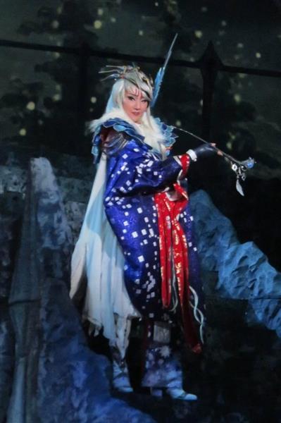芝居「Thunderbolt Fantasy東離劍遊紀」で主人公を演じるトップ、紅ゆずる