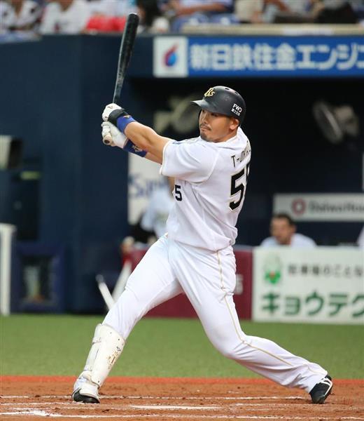 オリックス対西武 8回、オリックス・T-岡田が2点本塁打を放つ=1日、京セラドーム大阪(撮影・岡田茂)