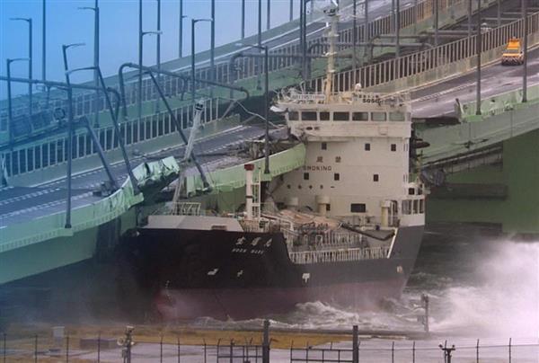 【台風21号】タンカー流され衝突、関空の連絡橋が破損 乗組員11 ...