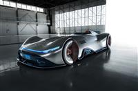 栄光のレースカーと先端技術を融合 メルセデスが新コンセプトモデル「銀の矢」を披露