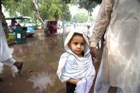 インドで雨期の死者1400人超に 洪水や土砂崩れに巻き込まれ