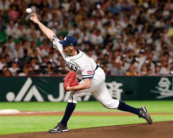 投球するソフトバンクのリック・バンデンハーク=9日、ヤフオクドーム(仲道裕司撮影)