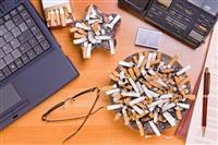 男性の喫煙率、初めて3割切る 20代のたばこ離れも加速