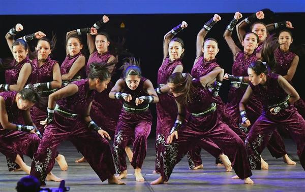 日本高校ダンス部選手権のビッグクラスで優勝した同志社香里。大阪府を代表するダンス強豪校だ=横浜市西区(三尾郁恵撮影)