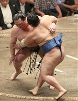 【大相撲秋場所】稀勢の里、連敗免れ1敗守る 2横綱全勝、御嶽海6勝目
