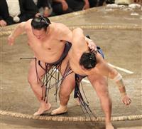 【大相撲秋場所】稀勢の里が連敗阻止 「しっかりやりました」 千代の国の挑戦を退ける