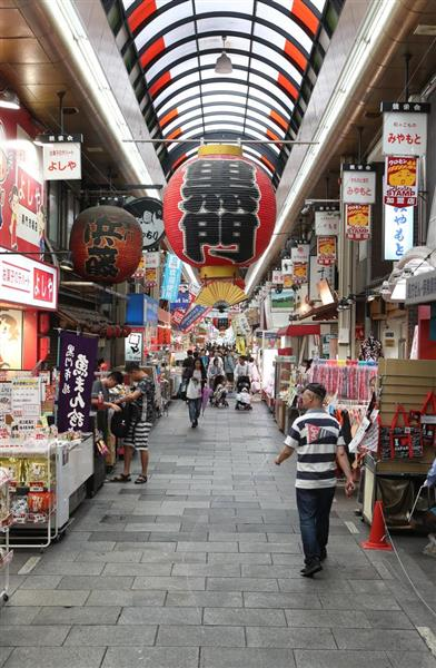 台風21号で関空閉鎖後、訪日外国人客が減少し閑散とする黒門市場=10日午前、大阪市中央区(鳥越瑞絵撮影)