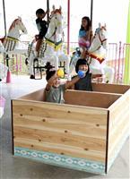 浴槽の回転木馬に子供たち大喜び 別府「湯~園地」無料開放