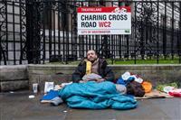 英国で消えゆく小銭、危機感を抱くホームレスの人々