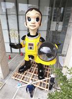 防護服の子供立像「サン・チャイルド」 福島市で撤去作業始まる
