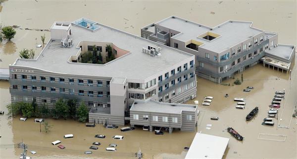 西日本豪雨で浸水した岡山県倉敷市真備町地区の「まび記念病院」=7月8日