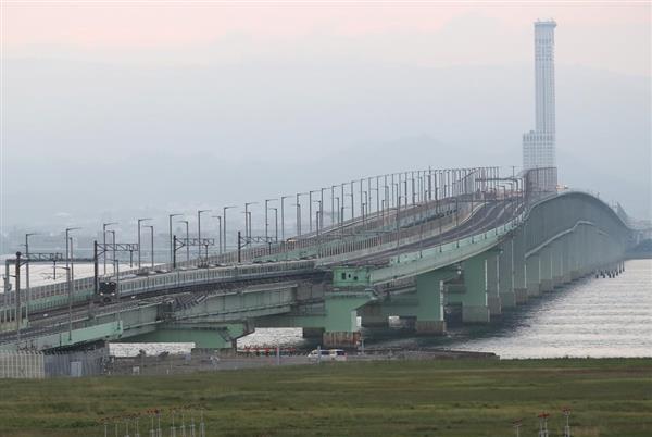 関西国際空港の連絡橋。21日からタクシー、ハイヤーも通行が可能になる
