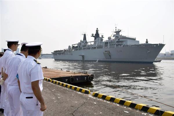 8月3日、東京・晴海埠頭に寄港する英海軍の揚陸艦「アルビオン」(岡田美月撮影)