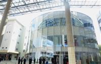 熊本地震で被災の崇城大に新校舎「SoLA」が完成
