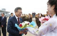 【南北首脳会談】文在寅氏、仲介者から北朝鮮の擁護者に…金正恩氏を賞賛