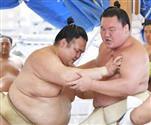 【大相撲秋場所】13日目の大一番、白鵬-稀勢の里戦 両雄の横綱同士初対決を速報します