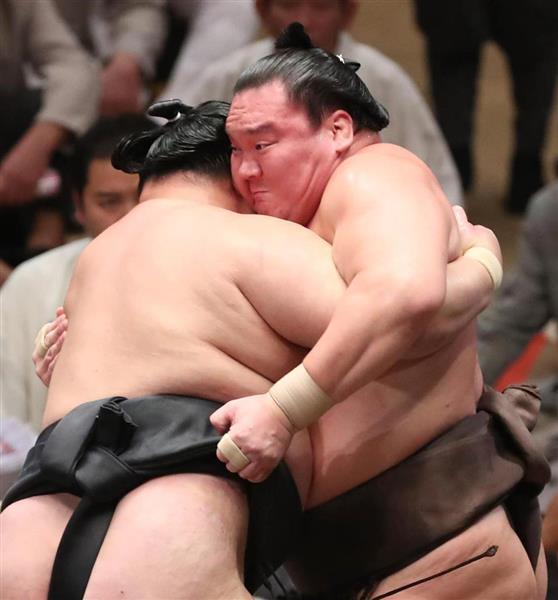 大相撲九月場所14日目 白鵬は上手投げで豪栄道を下す=22日、両国国技館(撮影・菊本和人)
