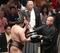 【大相撲秋場所】白鵬が14度目の全勝優勝 最多更新、稀勢の里は10勝5敗